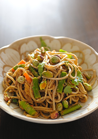 Asparagus with Soba Noodles