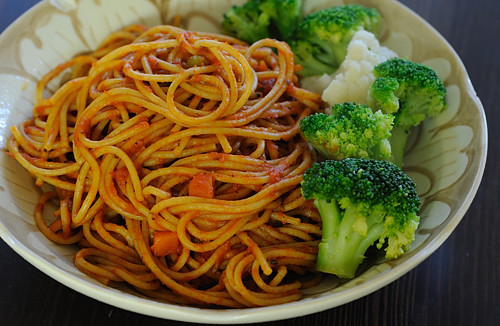 Spicy Spaghetti with Steamed Vegetables